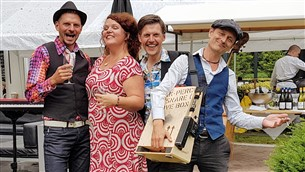 Band met contrabas - Vera and Friends
