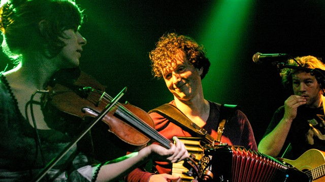 Brogans Bar, Irish folk trio 4865